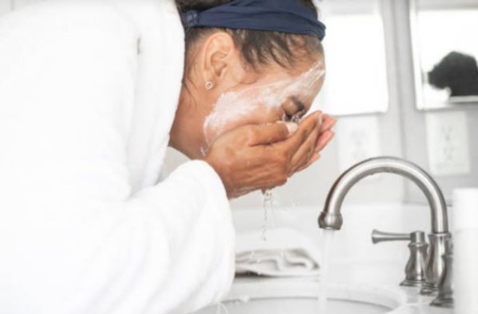13 Common Face Washing Mistakes You Might Be Making